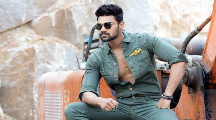 Young hero Bellamkonda Srinivas perform 360 degree feet on sets