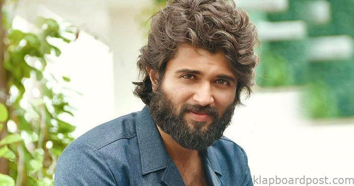Young director narrates a script to Vijay Devarakonda